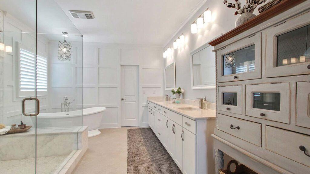 Owner's Suite Bathrooms